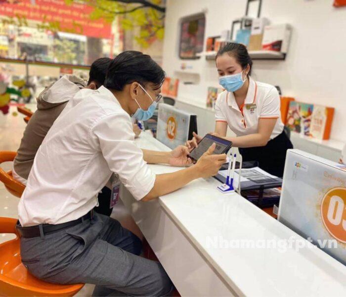 Khách hàng luôn là trọng tâm của FPT Telecom.